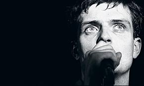 Photo of Ian Curtis, 30 años después