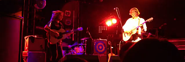 Photo of Thurston Moore performing Psychic hearts (Electric Ballroom, Londres, 03-12-11)
