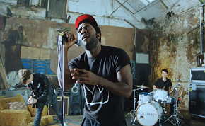 Photo of Nuevo vídeo y remezcla de Bloc Party
