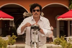 Benicio-Del-Toro-as-Pablo-Escobar