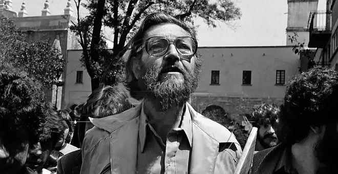 Photo of [Centenario de Cortázar, 1914-2014] Julio Cortázar en la autopista del sur