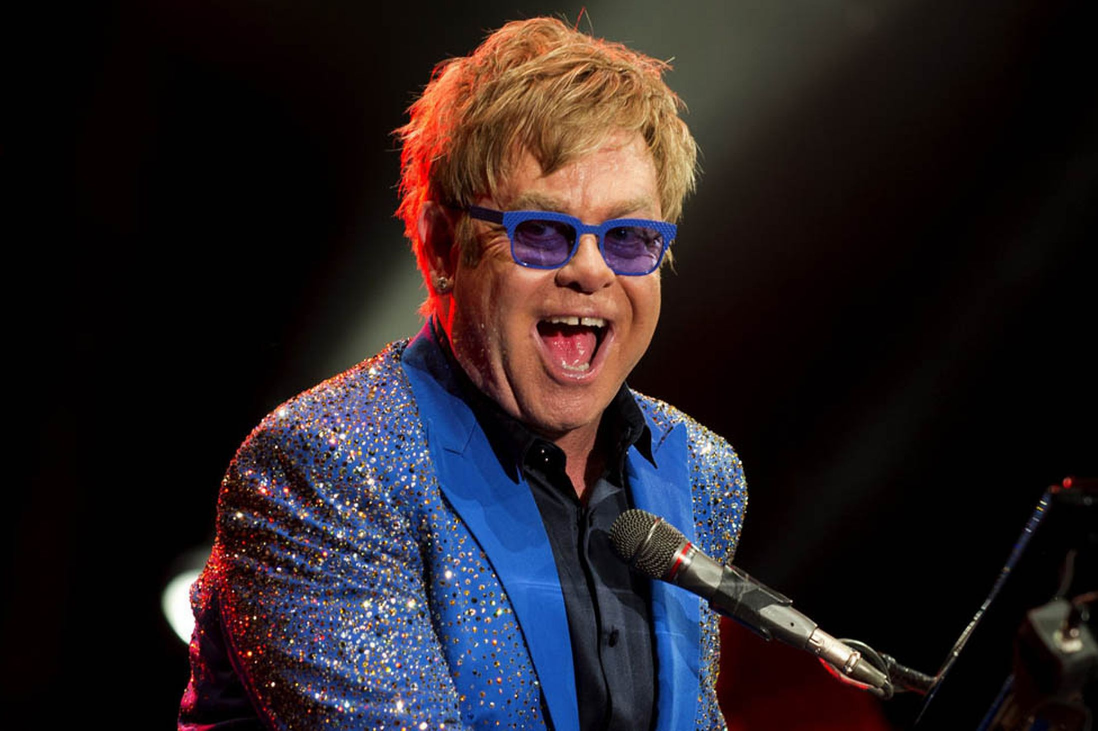 Photo of Alan Ball y Elton John, juntos para HBO