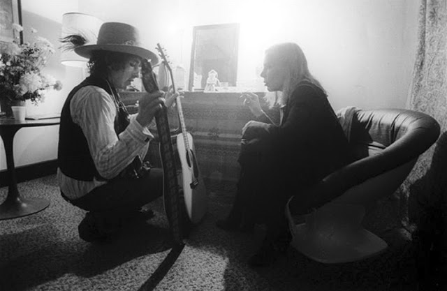 Bob with Joni Mitchell backstage