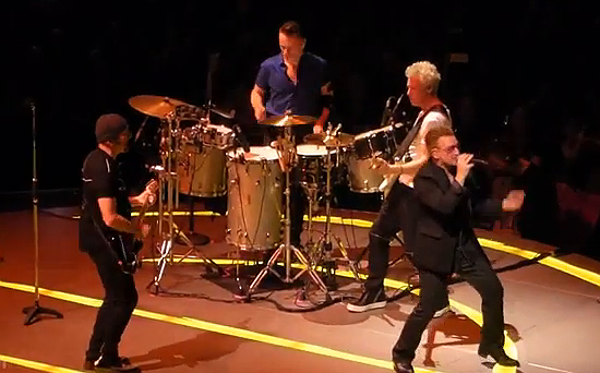 Photo of U2 interpreta por primera vez en 22 años When love comes to town, en homenaje a B.B.King
