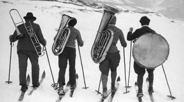 travelling musicians