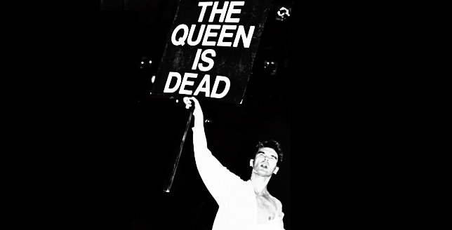 Photo of The Queen is Dead cumple 30 años