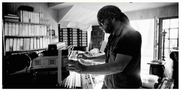 Photo of Daniel Lanois debutará en Madrid el 28 de marzo