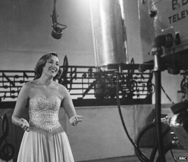 Photo of Vera Lynn publicará un nuevo álbum para celebrar sus 100 años