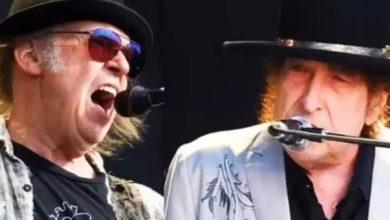 Photo of Bob Dylan y Neil Young actúan juntos por primera vez en 25 años